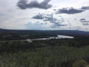 Gerade in Dawson City angekommen, 63.Breitengrad...die alte Goldader-Stadt, die Abraumhalden liegen seit 100 Jahren entlang des Highways, der in die City führt.Tageslicht hier momentan 21 Stunden!