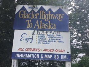 Ab jetzt geht's in die Wildnis, Highway 37 North Richtung Whitehorse und dann weiter nach Alaska.