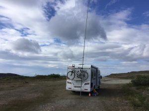 Am Grenzübergang Alaska, kl7/Dj7jc, in 1100 m Höhe, aber kein Signal auf den Bändern...