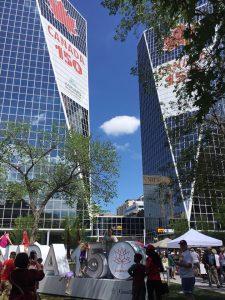 Festlichkeiten am Canada Day, 150 Jahre Canada. Hier am Parlamentsgebäude in der Hauptstadt Regina von der Provinz Saskatchewan. Tolles Wetter und tolle Events.