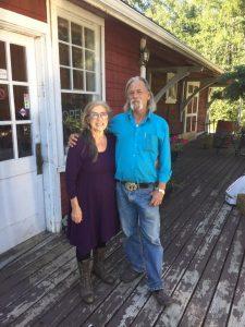 Ric Richardson, Mayor (Bürgermeister)von Green Lake, mit seiner Frau, einer medizinischen Heilerin im Stamm der Metis